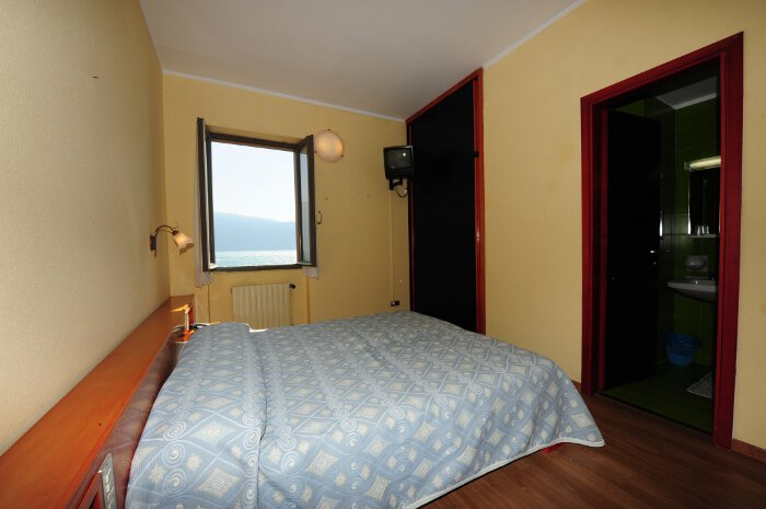 alle zimmer mit seeblick hotel lido gargnano sul lago. Black Bedroom Furniture Sets. Home Design Ideas